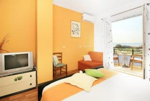 Room Lipa No 1 Makarska for three persons